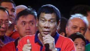 Rodrigo Duterte, favori pour l'élection présidentielle philippine, tient un dernier meeting ce samedi 7 mai à Manille.