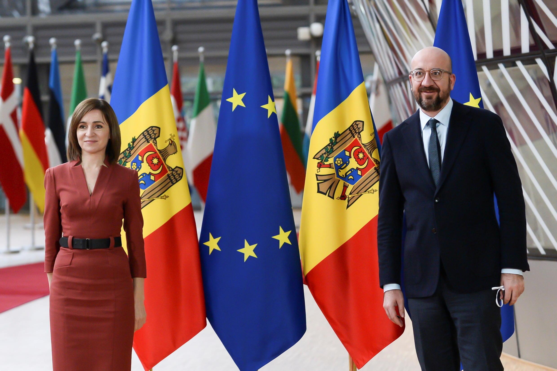 18 января Майя Санду, избранная президентом Молдовы, побывала в Брюсселе для переговоров с лидерами ЕС. На фото —  Майя Санду и глава Европейского Совета Шарль Мишель.