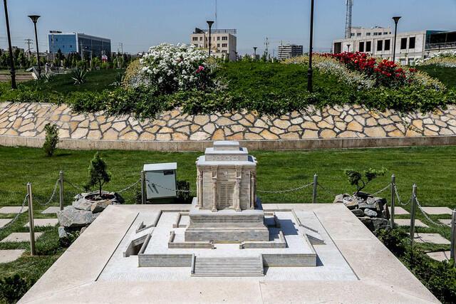 ماکت یکی از بناهای ایرانی، در یکی از کشورهای حاشیه خلیج فارس