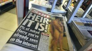 As fotos nuas de uma brincadeira do príncipe Harry em Las Vegas foram parar no tablóide britânico The Sun e em jornais e site de todo o mundo na semana passada.