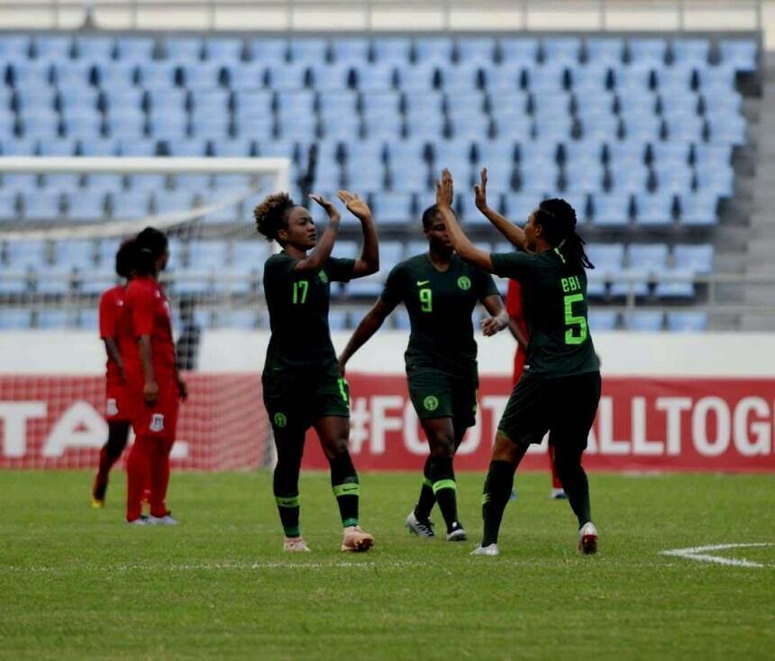 'Yan wasan Najeriya Super Falcons, yayin murnar lallasa Equatorial Guinea da kwallaye 6-0 a gasar cin kofin nahiyar Afrika ajin mata dake gudana a Ghana. (24/11/18).