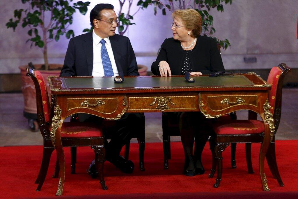 El premier chino Li Keqiang y la presidenta chilena Michelle Bachelet, el pasado 25 de mayo en Santiago de Chile.
