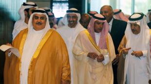Les ministres des Affaires étrangères du Bahreïn (g), Arabie saoudite, Egypte et Emirats arabes unis s'apprêtent à faire leur conférence de presse après leur réunion sur le Qatar, le 30 juillet 2017, à Manama.