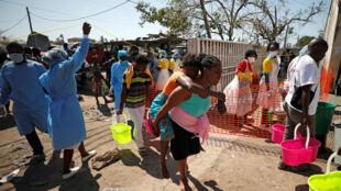 Vítimas dum centro de saúde da Beira, Moçambique, ajudada pela OMS a combater surto da cólera