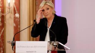 Marine Le Pen negou a responsabilidade da França na deportação de judeus franceses