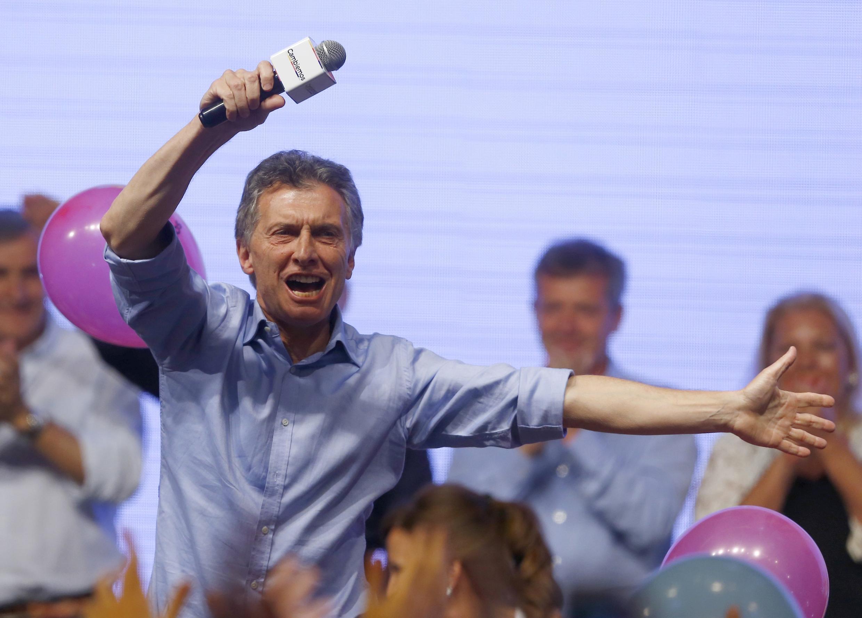 Mauricio Macri célèbre sa victoire après l'élection présidentielle, dimanche 22 novembre 2015, à Buenos Aires.