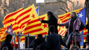 A chegada de Artur Mas para o julgamento foi marcada por grandes manifestações de apoio popular nas ruas de Barcelona