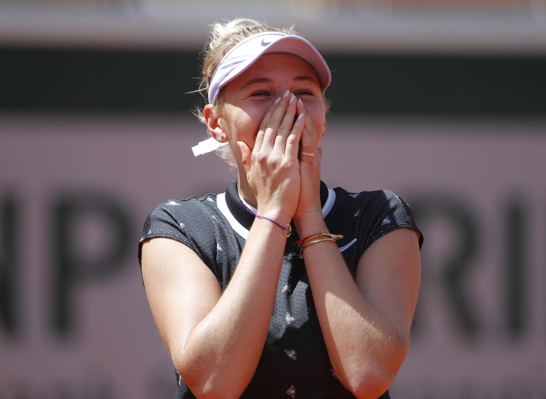 Amanda Anisimova beat the defending champion Simona Halep in straight sets to reach the semi-final.