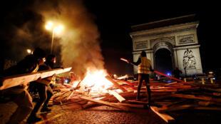 Французская разведка начала проверку в связи с возможным иностранным вмешательством на фоне протестов «желтых жилетов»