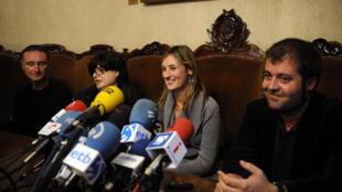 Les proches de l'équipage de l'Alakrana en conférence de presse le 17 novembre 2009, après l'annonce de la libération des otages.