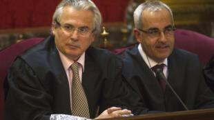 Baltasar Garzón sentado al lado de su abogado, este martes 24 de enero en la Corte Suprema de Madrid.