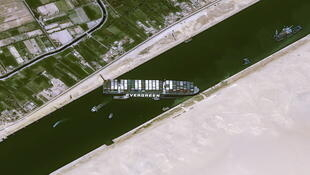 _3_EGYPT-SUEZCANAL-SHIP-SATELLITE-IMAGES