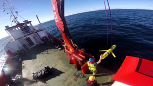 Tàu tàu lặn Mỹ trong lần nghiên cứu tại bờ bắc Scotland, ngày 08/10/2016, giống mẫu tàu bị Hải Quân Trung Quốc thu giữ trên Biển Đông hôm 15/12/2016.