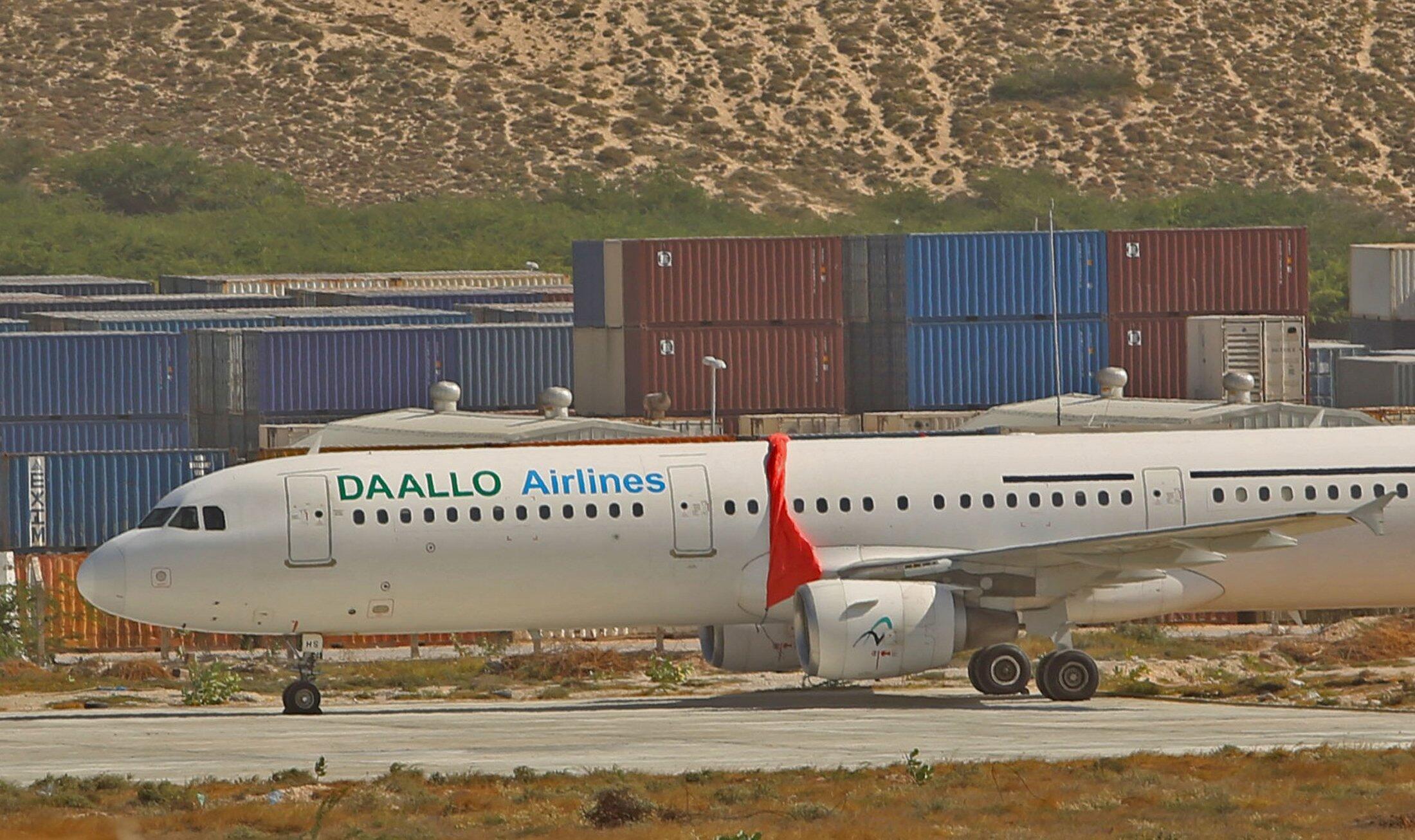 Самолет A321, совершивший аварийную посадку в Могадишо из-за взрыва на борту, 3 февраля 2016 г.