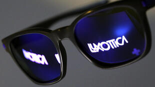 A italiana Luxottica, maior fabricante mundial de óculos de luxo se une com a francesa Essilor, líder de lentes oftálmicas.
