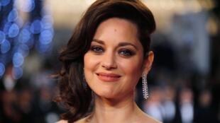 A atriz francesa Marion Cotillard, apontada por tabloides como um dos motivos da separação de Brad Pitt e Angelina Jolie, anunciou nesta quarta-feira que está grávida do segundo filho com o companheiro, Guillaume Canet.