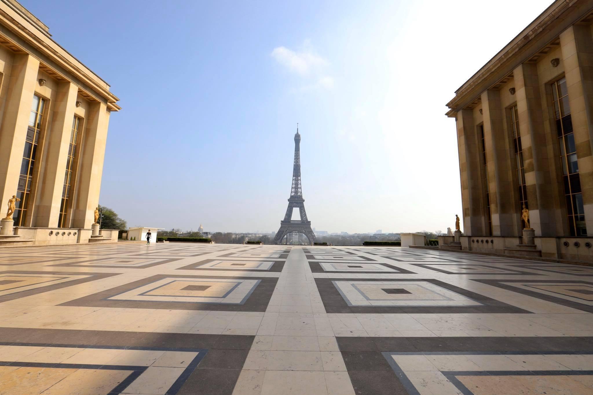 疫情下的巴黎埃菲爾鐵塔 2020年3月20日.