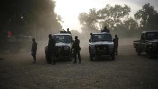 Colonne de soldats maliens à Niono, il y a sept ans (image d'illustration). Les ministres de la Réconciliation nationale, de l'Administration territoriale, de la Sécurité et de la Santé ont aujourd'hui fait le déplacement à Niono.