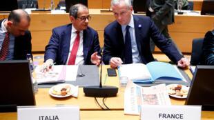 Bộ trưởng kinh tế Ý  Giovanni Tria và Pháp  Bruno Le Maire trong cuộc họp tại Bruxelles ngày 5/11/2018.