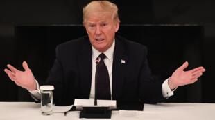 El presidente Donald Trump habla durante una reunión en la Casa Blanca, el 18 de mayo de 2020 en Washington