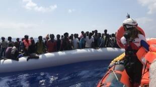 پناهجو توسط قایقهای گروههای حقوقبشری از آبهای مدیترانه نجات یافتند.