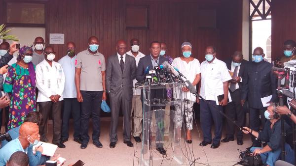 Msemaji wa upinzani nchini Cote d'Ivoire Pascal Affi N'Guessan wakati wa mkutano na waandishi wa habari huko Abidjan Novemba 1, 2020.