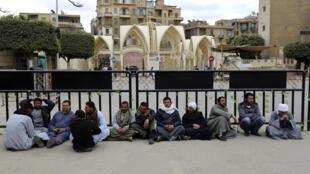 L'enlèvement des trois chrétiens fait suite à un autre enlèvement : celui d'une vingtaine de coptes, finalement décapités en février, là aussi dans la région de Syrte, en Libye.