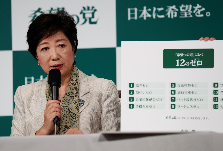 Thị trưởng Tokyo, bà Yuriko Koike, lãnh đạo đảng Hy Vọng, họp báo ở Tokyo ngày 06/10/2017.
