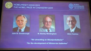 Màn hình tại Viện Hàn Lâm Khoa Học Hoàng Gia Thụy Điển công bố danh tính 3 nhà kho học đoạt giải Nobel Hóa học 2019.