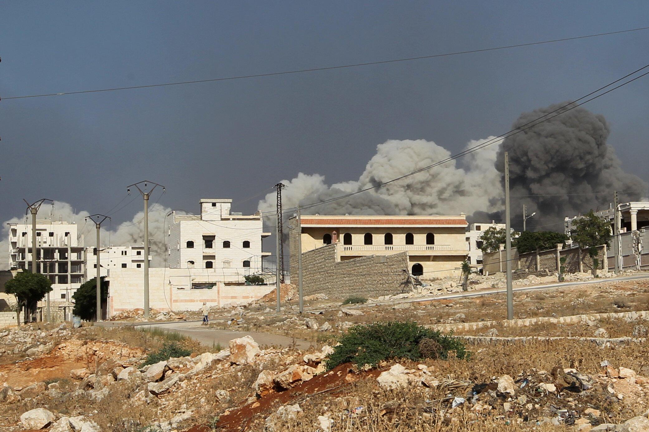 Quân đội Syria không kích khu Al Rachidin do quân nổi dậy chiếm giữ tại Aleppo, ngày 31/07/2016.