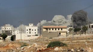 Imagem de ataque aéreo sírio no bairro de al-Rachidin, em Alepo, nas mãos dos rebeldes, a 31 de julho de 2016