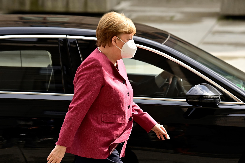 La canciller alemana Angela Merkel a su llegada a la sede del Parlamento, en Berlín, el 11 de abril de 2021