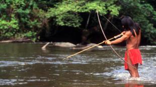 Os indígenas da região de São Gabriel da Cachoeira têm buscado o isolamento para se proteger do contágio do coronavírus.