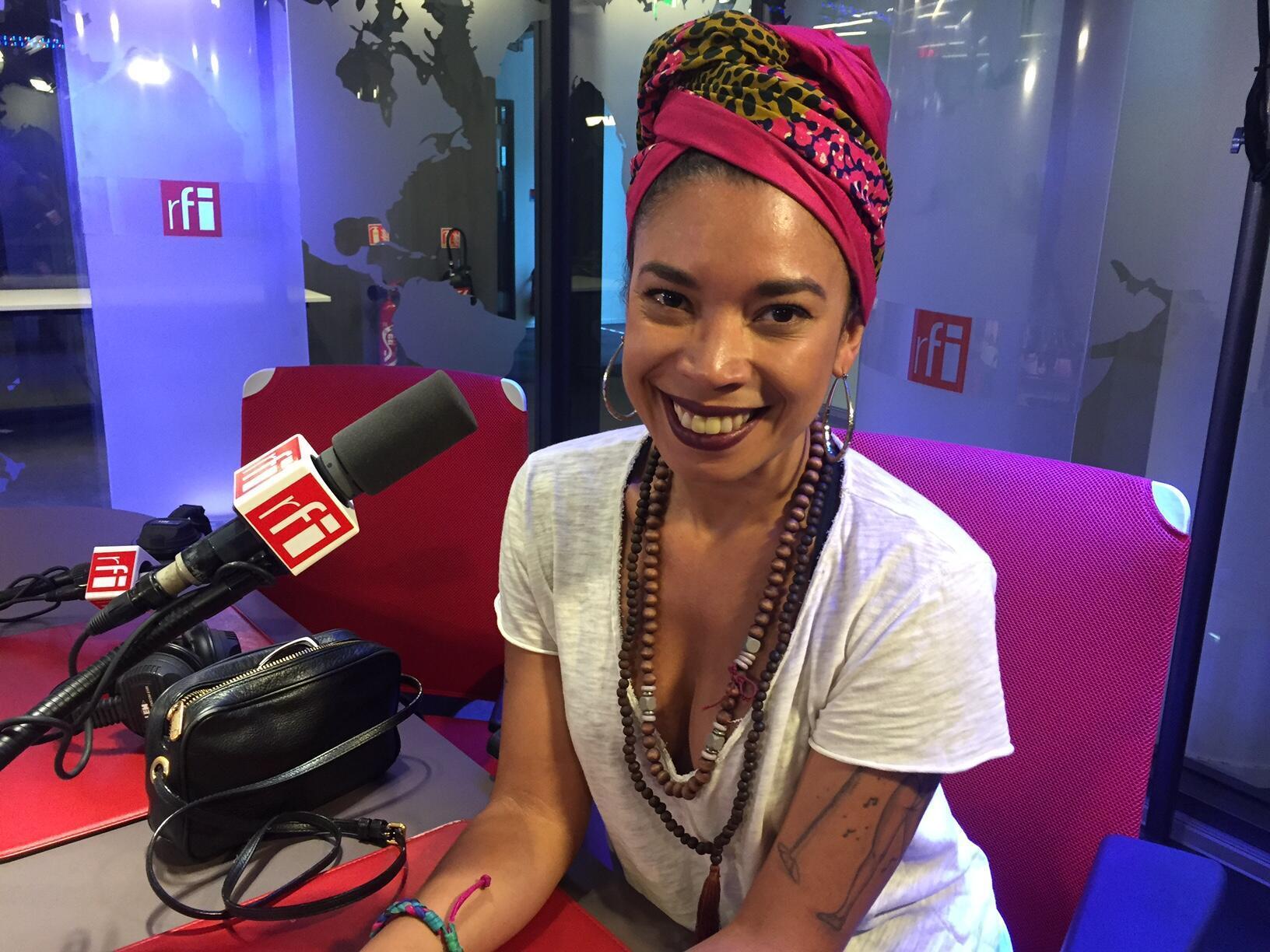 """A cantora e compositora brasileira Flávia Coelho entra em estúdio neste momento na França para gravar seu quarto disco, após o sucesso de """"Sonho Real""""."""