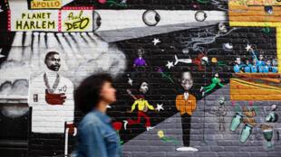 «Planet Harlem» par le muraliste Paul Deo sur la 126ème rue.