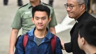 Le jeune Chan Tong-kai, recherché pour meurtre à Taïwan où il ne peut être extradé, à sa sortie de prison le 23 octobre 2019 à Hong Kong.