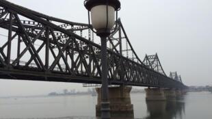 Le pont de l'Amitié - l'une des seules portes d'entrée vers la Corée du Nord, pays le plus isolé du monde.