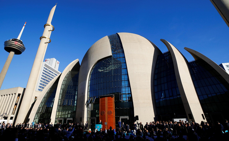 Com uma superfície de 4.500 metros quadrado a nova mesquita de Colônia pode acolher milhares de pessoas