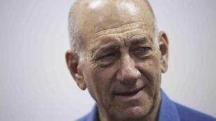 O ex-premiê Ehud Olmert no Tribunal de Justiça de Jerusalém em 25 de maio de 2015.