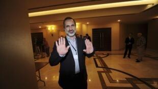 Moaz al-Khatib, ancien président de la coalition de l'opposition syrienne, à son arrivée à l'ouverture d'une réunion de l'opposition à Istanbul, ce jeudi 23 mai.