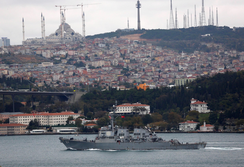 Le Bosphore sépare les deux parties anatolienne (Asie) et rouméliote (Europe) de la province d'Istanbul.