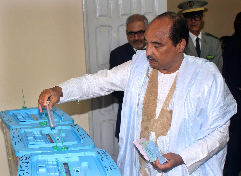 Le président Mohamed Ould Abdel Aziz (ici lors du premier tour des élections municipales et législatives, le 1er septembre 2018) assure qu'il ne briguera pas un nouveau mandat lors de la prochaine élection présidentielle.