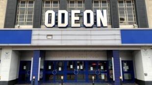 La salle de cinéma Odeon, à Londres, en juillet 2020.   © REUTERS / RUSSEL BOYCE