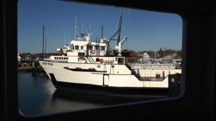 Un ferry de la compañía Steamship Authority en el puerto de Hyannis, en Massachusetts, el 2 de abril de 2020