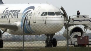 Avião egípcio é sequestrado e desviado para o Chipre