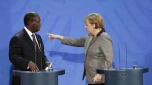 Shugabar gwamnatin Jamus Angela Merkel a lokacin da take ganawa da Alassane Ouattara