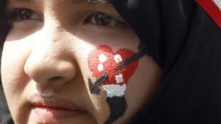 Une femme avec les couleurs du drapeau égyptien proteste au Caire contre le référendum, le 18 mars 2011.