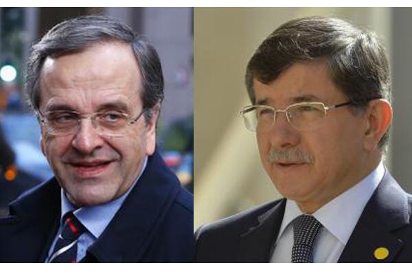 De gauche à droite, les premiers ministres grec Antonis Samaras et turc Ahmet Davutoglu.