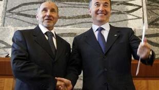 El dirigente del CNT (izquierda) se reunió en Roma con el ministro italiano de Relaciones Exteriores, Franco Frattini.