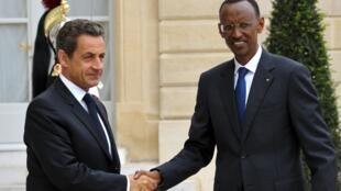 Le président français, Nicolas Sarkazy (G) et son homologue rwandais, Paul Kagame à l'Elysée, le 12 septembre 2011.